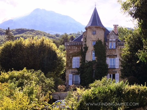 Le Chateau les Clos aux Combes, built in 1562 - just stunning